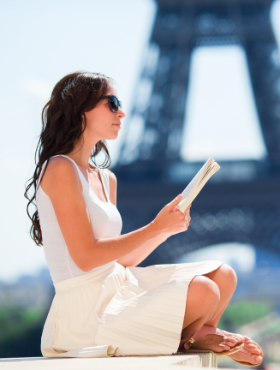 beautiful-woman-in-paris-background-the-eiffel-YMVQ74K